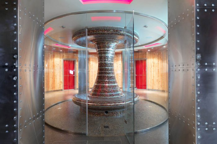 Cylindrical glass steam room