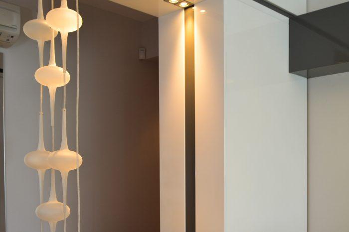 Entrance decorative unit with storage